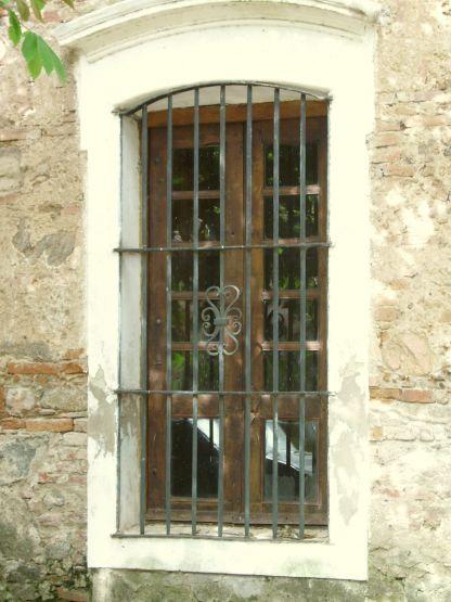 Fotorevista maria susana polizzi ventana colonial for Casas modernas con puertas antiguas