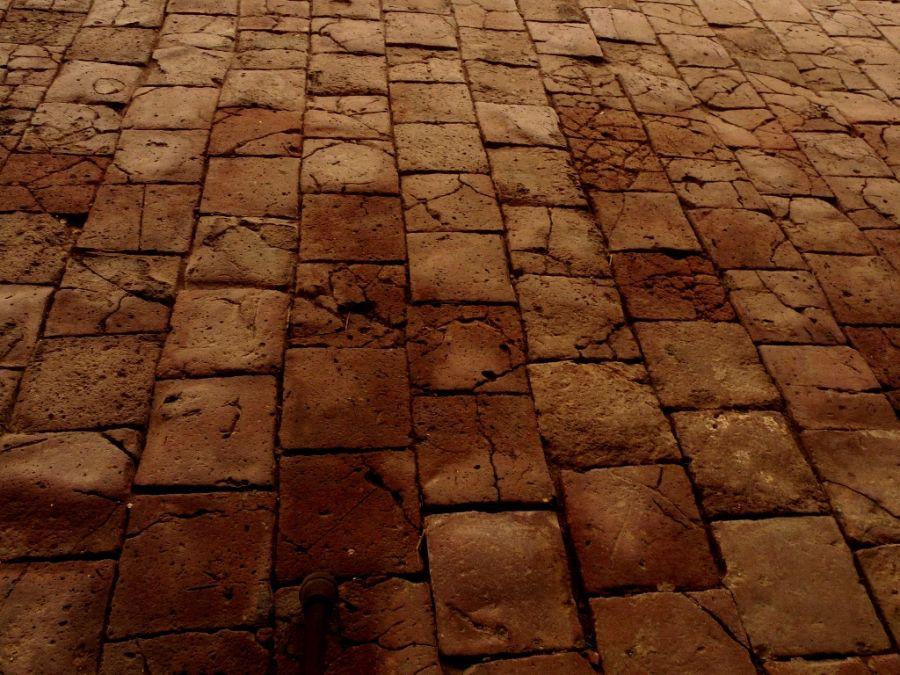 Fotorevista maria susana polizzi antiguo piso de ladrillos for Pisos rusticos exteriores precios